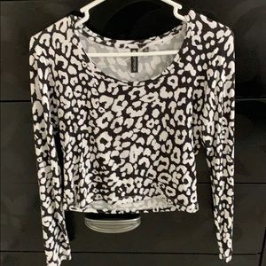 Animal print long sleeve crop top